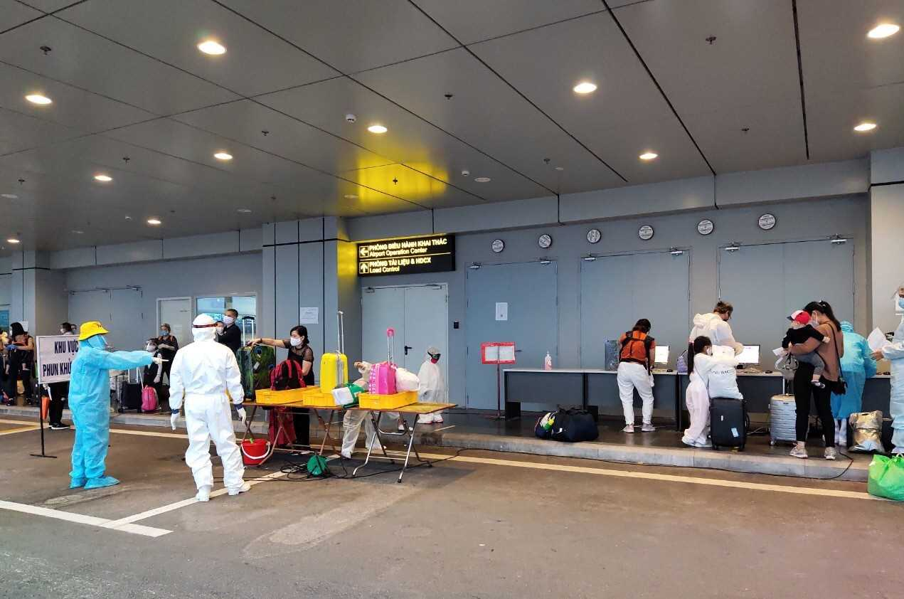 ngày 13/5, máy bay Airbus 350 mang số hiệu VN62 khởi hành từ Sân bay quốc tế Sheremetyevo (Moscow, Nga) đã hạ cánh xuống Cảng hàng không quốc tế Vân Đồn, đưa 345 người Việt mắc kẹt tại vùng dịch Covid-19 lớn thứ 3 thế giới về nước.