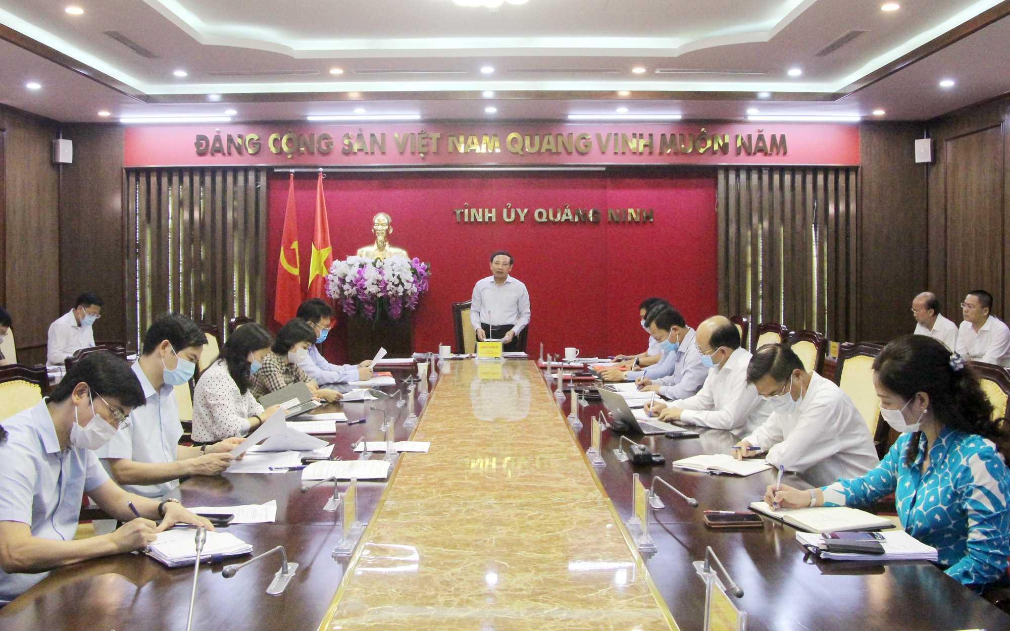 Đồng chí Nguyễn Xuân Ký, Bí thư Tỉnh ủy, Chủ tịch HĐND tỉnh, kết luận cuộc họp.